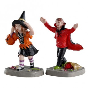 TERRIFIED TRICK-OR-TREATERS, SET OF 2